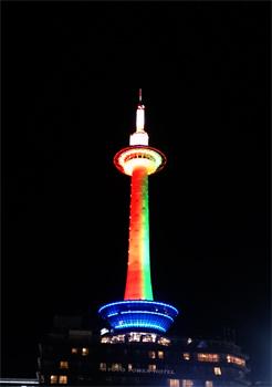 京都タワーにも灯りがポッ