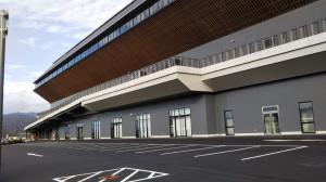京都スタジアム内でボルダリング